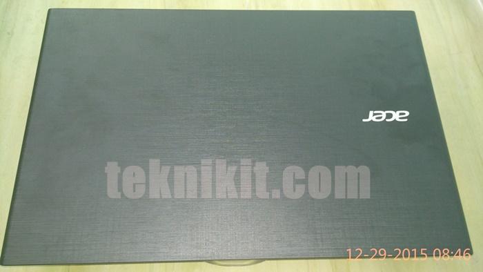 Acer Aspire E5-552G Tampak Atas